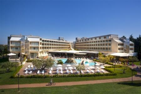 Invia – Hotel Aminess Maestral,