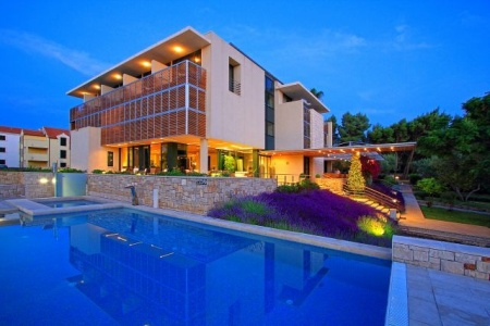 Invia – Hotel Resort Bluesun Velaris,
