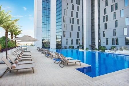 Invia – Hampton By Hilton Dubai Airport,