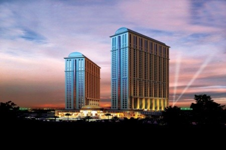Invia – Hyatt Regency Dubai Creek Heights, Spojené arabské emiráty
