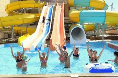 Invia – King Tut Resort,