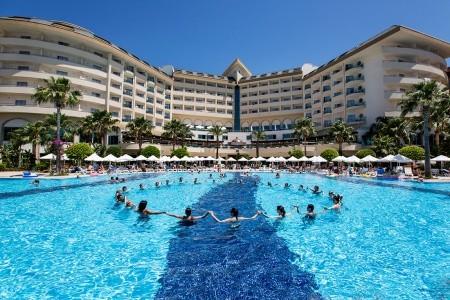 Invia – Saphir Resort & Spa,