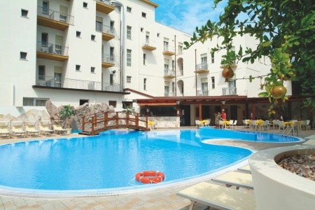 Invia – Club Hotel Angelini,