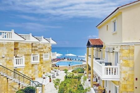 Invia – Jo-An Beach Hotel,